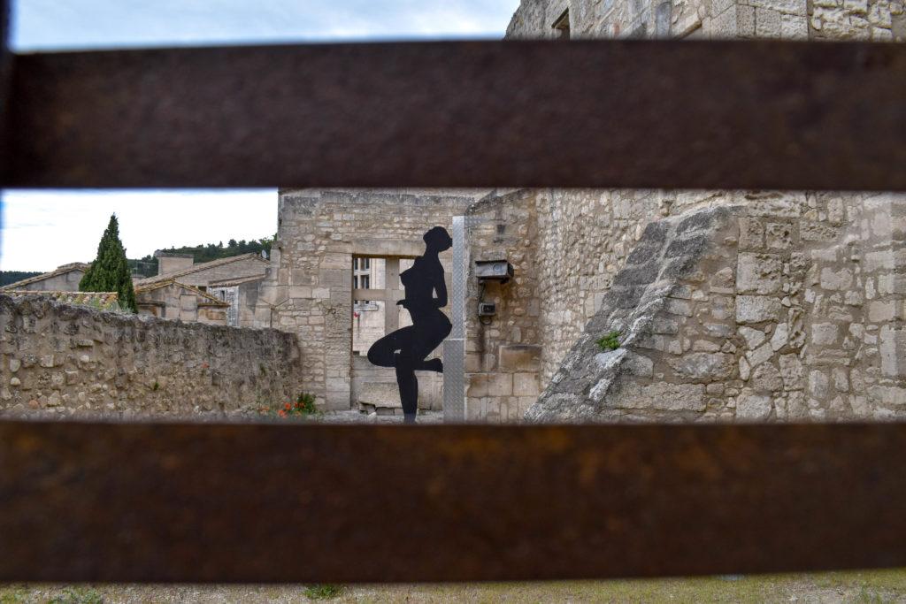 sculpture de femme nue en fer forgée